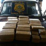 Suspeitos são presos com droga escondida em para-lama de carro