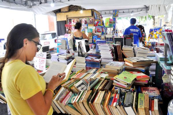 Oportunidade: Feira oferece livros técnicos, literatura infantil, clássicos e várias outras obras novas ou usadas com preços baixos (Foto: Divulgação)