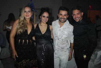Larissa Ferreira, a arquiteta Daniela Alvarenga, o arquiteto Zadi Ângelo e o 'hair stylist' Taicon Fernandes nos salões do Carná Folia