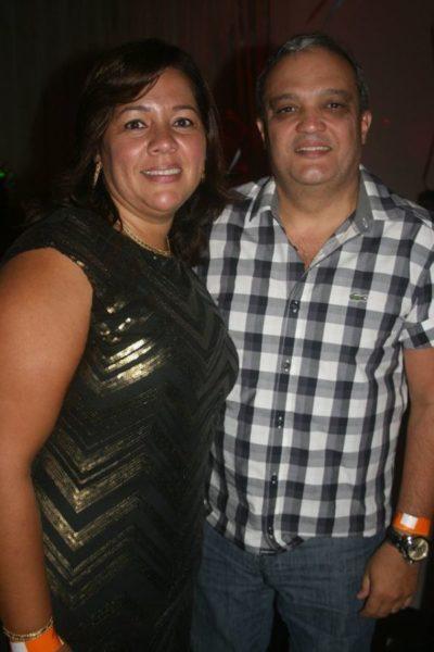 O empresário Marcelo Reis e sua amada, Mônica Soares, nos salões do Carná Folia