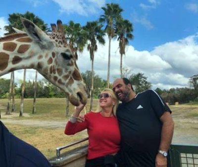 O empresário Roberto Loureiro e Viviane Martins Loureiro em tempo de férias em Orlando