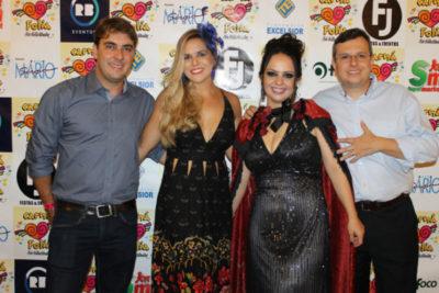 Rômulo Rodrigues e Larissa Ferreira, a arquiteta Daniela Alvarenga e o empresário Alexandre Bordenave Boechat, no Carná Folia
