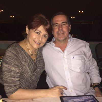 A decoradora Carla Chuquer (aniversariante do dia) e seu amado, Evaldo Pereira, em Miami