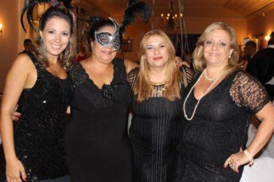 Camila Santos, a oficial de Justiça Suely Santos, Áurea Dalboni e Laizily Werner Dalboni, quarteto super elegante, nos salões do Carná Folia