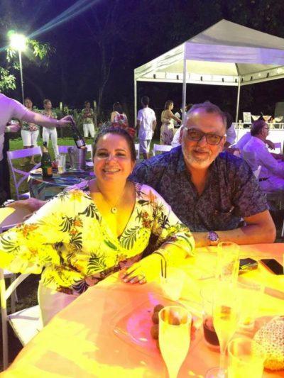 O gerente de Hotelaria da Fundação C.S.N. Jacques Brunswick, com sua amada Carla de Almeida, no Réveillon Tropical