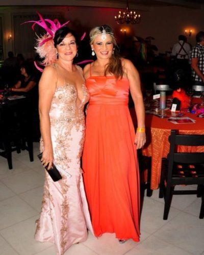 A enfermeira Valéria Dantas e a escritora Clarisse Leal, esbanjando elegância nos salões do Carná Folia