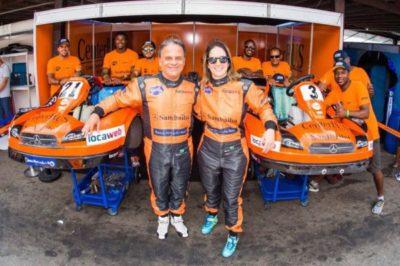 O ator Marcos Breda e a piloto Bia Figueiredo, 'Paixão pelo Kart'