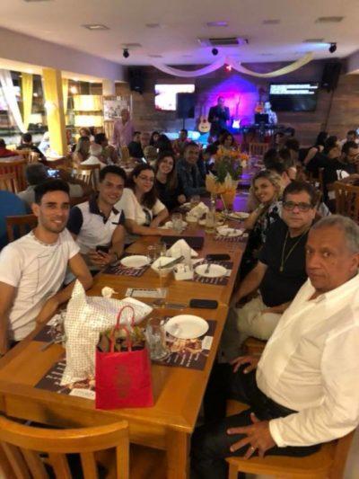 Uma super mesa no Vitória Restaurante Choperia, em torno dos amigos de Cátia Vianna