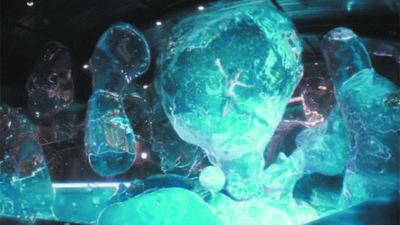 Perigo: Jennifer Lawrence e a piscina espacial