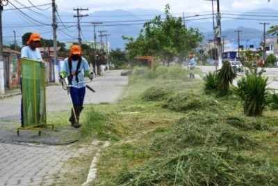 Retomada: Serviço de varrição de rua, capina e roçada retornou nesta segunda - Carina Rocha