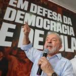 Lula faz discurso inflamado para militância do PT um dia após condenação