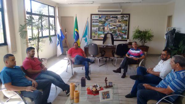 Encontro: Da esquerda para a direita, prefeito Bruno de Souza, vereadores Edmilson do Forte, Jadenilson, Emerson Cabeludo (presidente da Câmara Municipal), Vitinho e Maninho