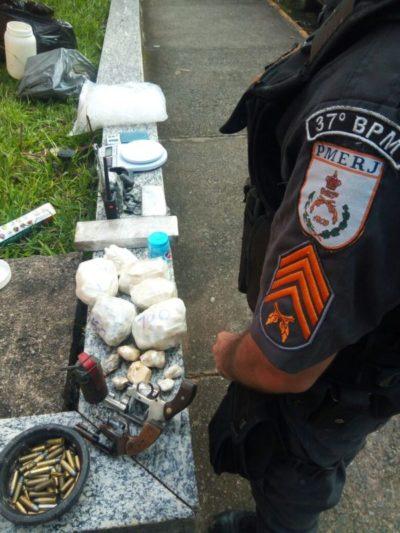 Menor é apreendido com drogas, arma e granada