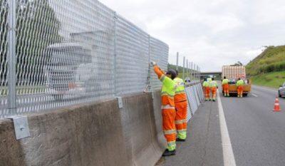 Concluídas: Serviços de implantação de telas antiofuscantes na rodovia tem continuidade - Divulgação