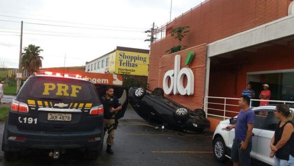 Segundo a Polícia Rodoviária Federal, ninguém se feriu (Foto: Cedida pela PRF)