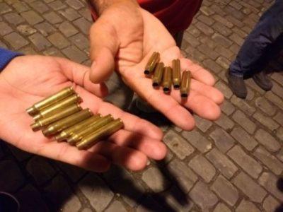 Foram apreendidos projeteis de fuzis deflagrados e miguelitos
