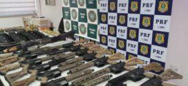 Polícia apreende 19 fuzis, 41 pistolas, munições e pasta base de cocaína com militar em Piraí