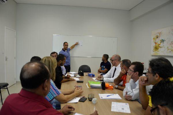 Secretários e equipes discutem como facilitar empreendimentos