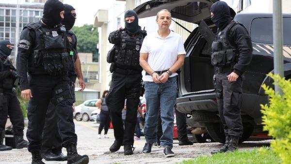 Imagem de Cabral algemado pelas mãos e os pés gerou controvérsia