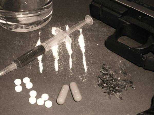 'Isca': Drogas são usadas para atrais vítimas em potencial de estupros coletivos (Foto: Divulgação)