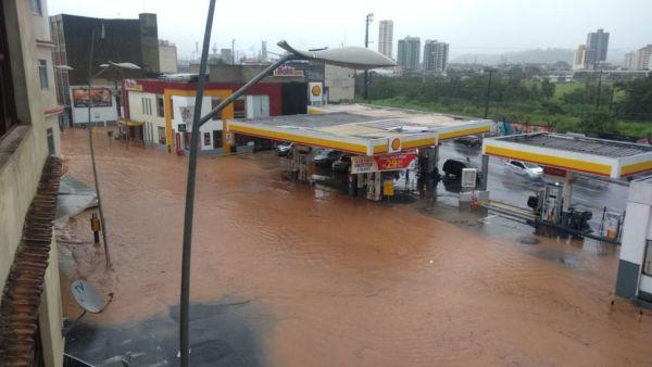 Perigo: Prefeitura afirma que previsão do tempo preocupa e recomenda cautela a moradores de áreas de risco (Foto: Pablo Sebastian Viviano/Via WhatsApp)