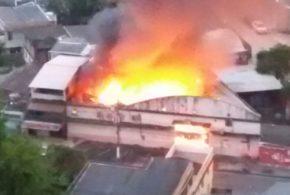Incêndio destrói depósito da Secretaria de Saúde, em Angra dos Reis