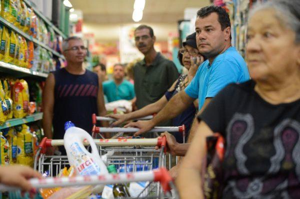 Controvérsia: Governo aponta que população pagou mais barato pelos alimentos