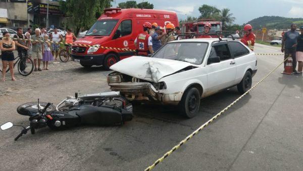 Acidente interditou pista da BR-393 próximo ao Borba Gato (Foto: Divulgação/PRF)