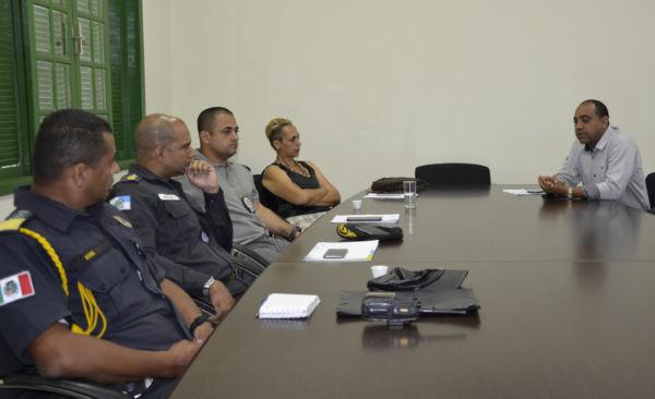 Trabalhando: Integrantes do gabinete de gestão integrada de Porto Real participam de reunião