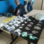 Policiais são recebidos a tiros e apreendem drogas (crédido PM)