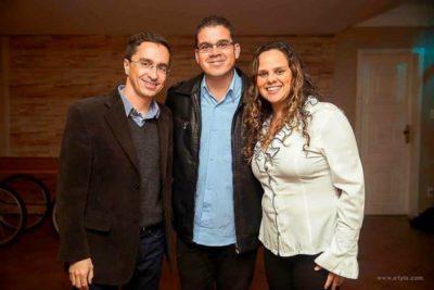 O prefeito de Pinheiral, Ednardo Barbosa, com o Secretário de Esporte e Lazer, Julio Barbosa e a Assessora de Imprensa da Prefeitura Aline Gouvêa