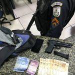 Menor é preso com réplica de pistola e dinheiro