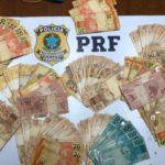 Dinheiro apreendido estava na cueca de suspeito de tráfico de drogas (crédito PRF)