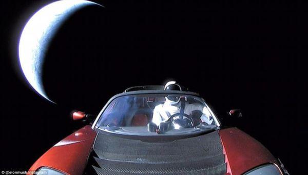 Sucesso: O Starman deixa a Terra para trás