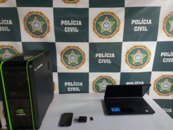 Computadores foram levados para a delegacia e os vídeos e fotografias foram abertos (Foto: Cedida pela polícia)