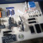 No flagrante: Além de armas e droga, policiais recuperaram com os suspeitos o carro de uma das vítimas