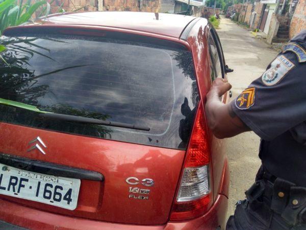 Carro roubado foi encontrado por policiais militares