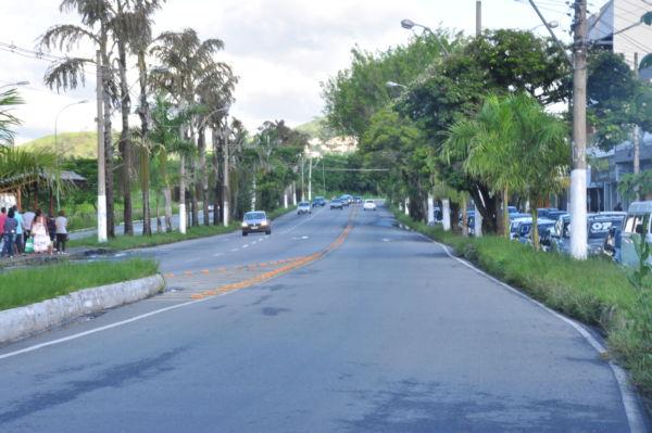 Perigo: Mesmo na faixa de pedestre corremos riscos (Foto: Paulo Dimas)