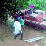 Voluntários do Projeto Nós do Povo se uniram para ajudar a reconstruir casa destruída pela chuvas