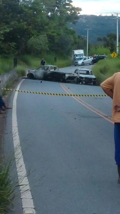 Carros foram colocados na pista para impedir possível perseguição