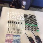 Drogas foram encontradas com dois suspeitos de tráfico