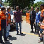 O prefeito Samuca Silva decidiu ir, mesmo durante o feriado, verificar a situação dos moradores,  que se agravou depois da tempestade (foto: Evandro Freitas -Secom)