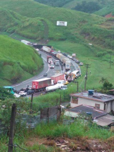 Por conta de acidentes, congestionamento na Dutra chega a 5 Km (crédito Divulgação)