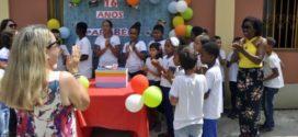 Vice-prefeita de BM participa de comemoração de fundação de escola
