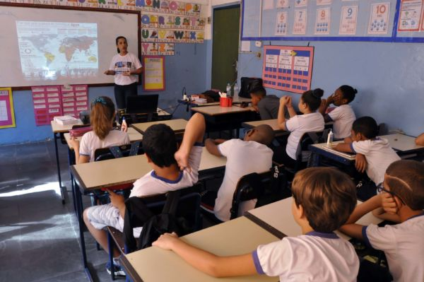 Informação: Encontro teve a finalidade de instruir alunos sobre o uso racional da água - Paulo Dimas
