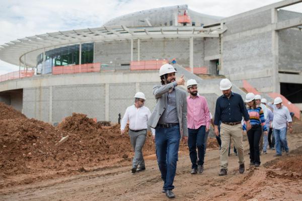 foi acompanhado pelo vice-prefeito, Maycon Abrantes, e o secretário municipal de Desenvolvimento Econômico e Turismo, Joselito Magalhães, além de assessores especiais e investidores do empreendimento (foto: Gabriel Borges - Secom)