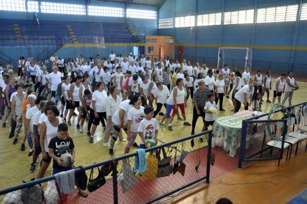 Especial: Ginásio do bairro recebeu público animado que participou de recreações, ginástica e lanche partilhado - Geraldo Gonçalves – Secom/VR