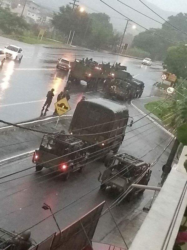 Exército faz operação no Frade, em Angra dos Reis (Foto: Enviada por WhatsApp)