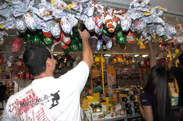 A equipe do órgão visitou sete estabelecimentos comerciais e avaliou chocolates de quatro marcas diferentes (foto: José Cruz)