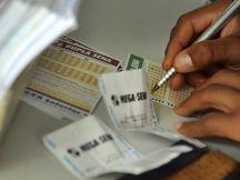 Lotéricas ficam lotadas por conta do prêmio acumulado da mega sena (crédito AB)